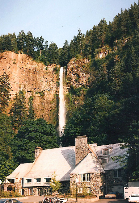Multnomah Falls Lodge Exterior