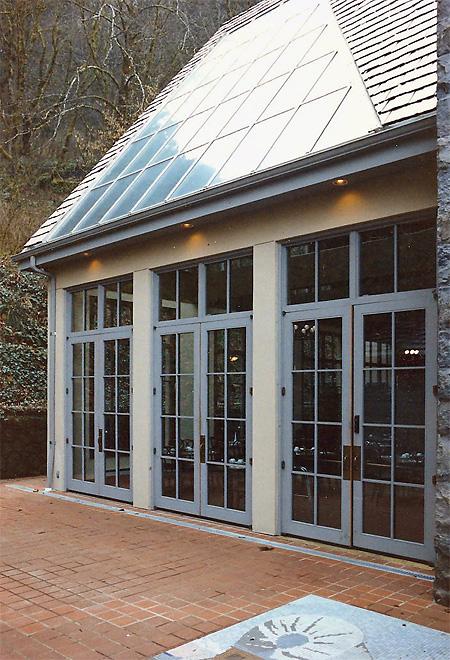 Multnomah Falls Lodge Exterior